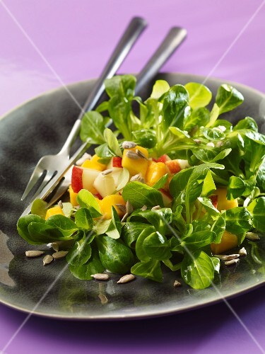 Lamb's lettuce with fruit and sunflower seeds