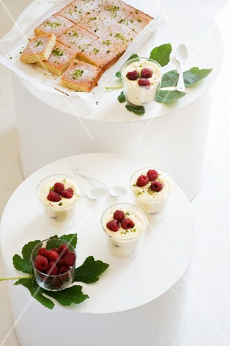 Lemon and pistachio cake and lemon cream with raspberries