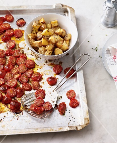 Oven-roasted tomatoes with caraway potatoes