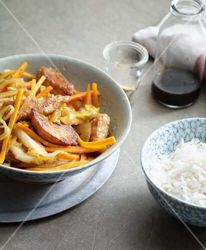 Stir-fried oriental turkey with Chinese cabbage and carrots