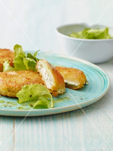 Kohlrabi escalope filled with cream cheese