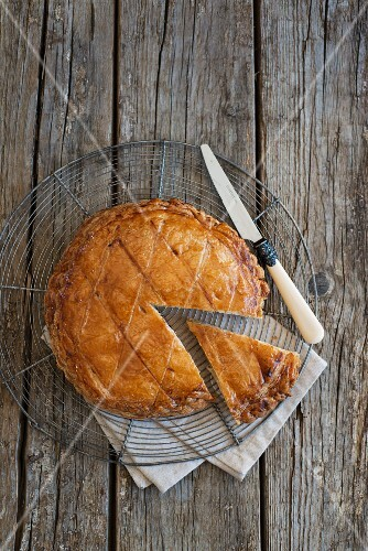 Galette des roise, sliced, on a wire rack (seen from above)