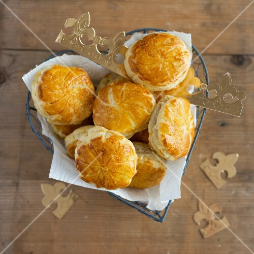 Mini galette des rois in a heart-shaped wire basket