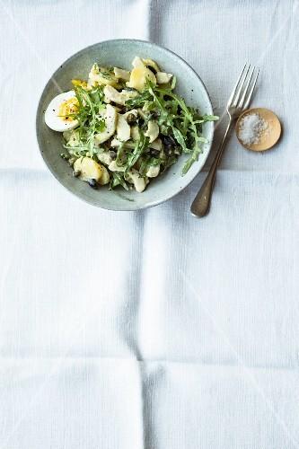 Artichoke and potato salad with rocket and egg