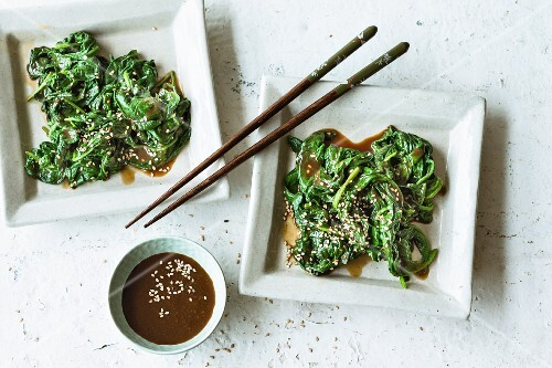Spinach with sesame seeds and tamari (Asia)