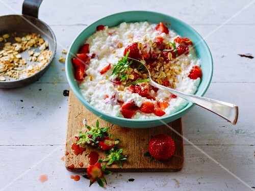 Strawberry cream cheese with roasted oats and coconuts
