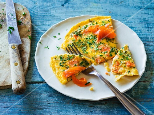 Omelette with smoked salmon and chives