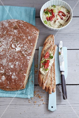 Amaranth bread with a feta cheese and vegetable spread