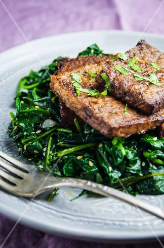 Tempeh, fried in garlic, with sesame seed spinach