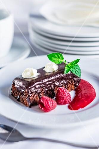 Chocolate cake with raspberries and raspberry sauce