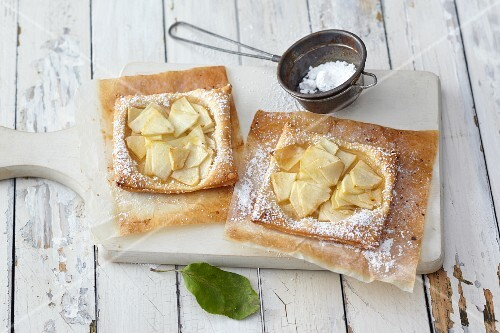 Puff pastry apple tarts