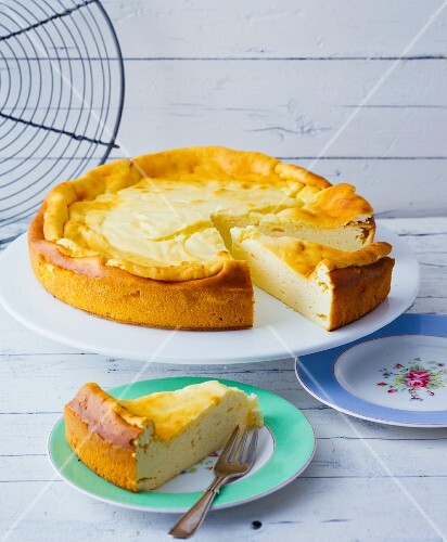 Baseless cheesecake made from low-fat yoghurt, vanilla pudding and agave syrup