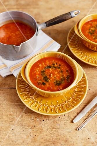 Ezo gelin corbasi (Turkish wedding soup with tomatoes, bulgur wheat and lentils)