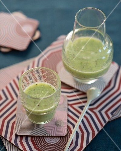 Apple and celery smoothies