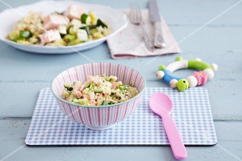 Courgette and salmon ragout with bulgur