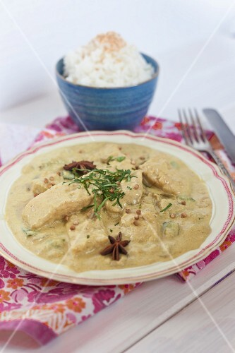 Fish curry with coconut milk, star anise and rice (India)