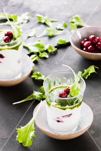 Lettuce and cranberry yoghurt