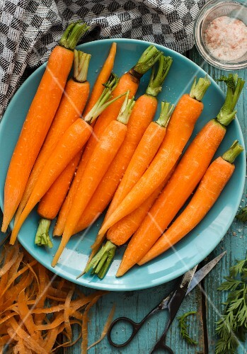A plate of peeled carrots