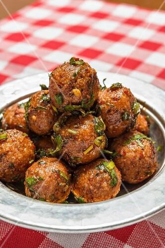 Bulgur Köftesi (spicy bulgur balls from Turkey)