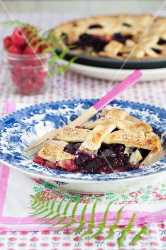 Berry pie with vanilla sugar