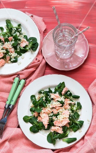 Salmon salad with couscous and lamb's lettuce