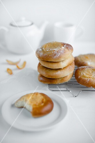 A stack of mascarpone buns on a metal cooling rack