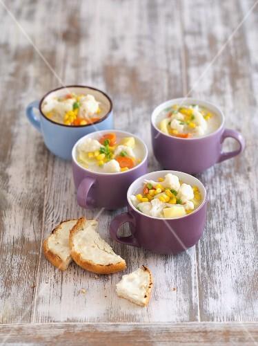 Cauliflower soup with potato and sweetcorn