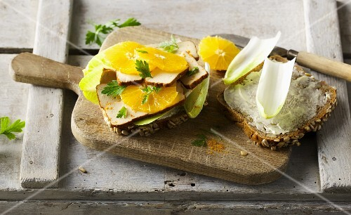 Wholemeal bread with smoked tofu, chicory and fresh oranges