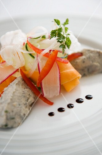 Tuna fish rillette with colourful vegetables