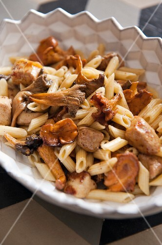 Pasta with mushrooms and chicken