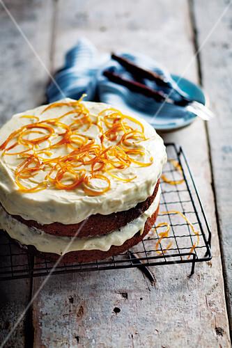 Orange and poppyseed cake with yoghurt