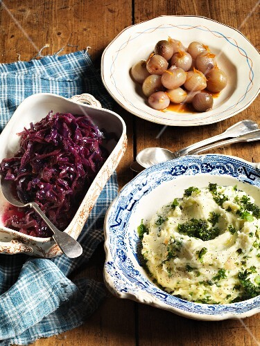 Mashed potatoes with green kale and pickled onions