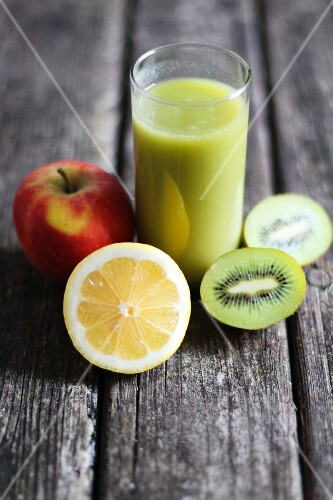 A kiwi smoothie with lemon and apple