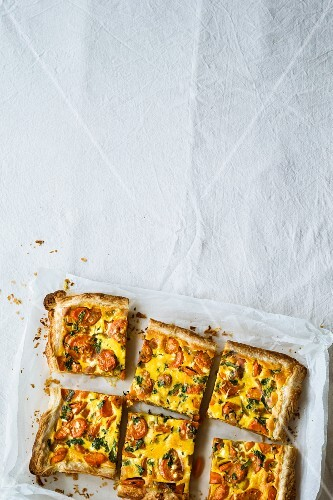 Vegetarian carrot tart with cream cheese and curry