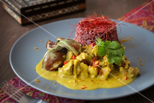 Lamb and coconut curry with aubergines, red rice and chilli threads (India)