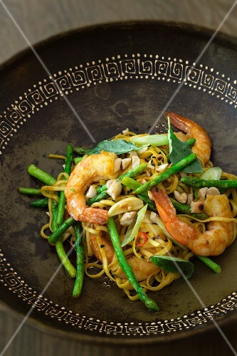 Pad Thai with prawns and asparagus (Thailand)