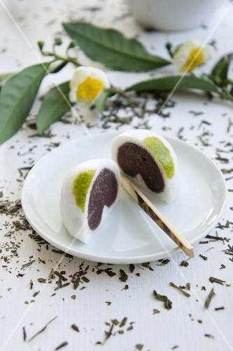 Daifuku mochi (Japanese sweets made from mochi and anko) on a plate
