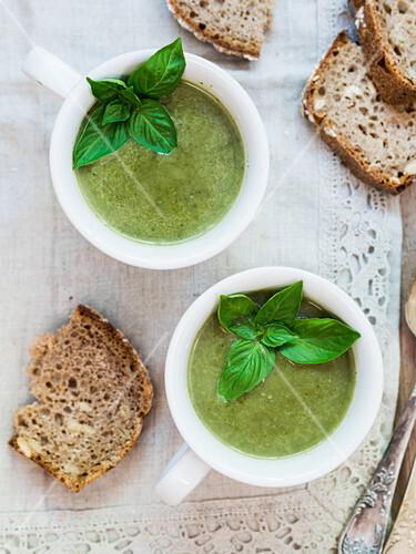 Vegan spinach cream soup