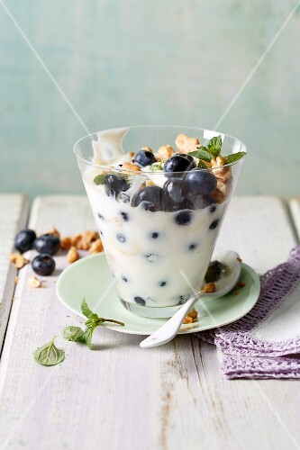 Blueberry sour milk with walnuts