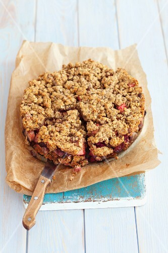 Flourless oat cake with apples and plums
