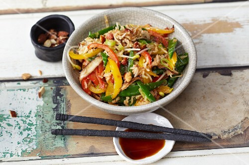 Stir-fried vegetables with amaranth, mungo bean sprouts and shiitake mushrooms