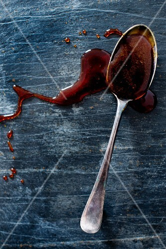 Caramel sauce on a spoon (seen from above)