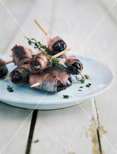 Prunes wrapped in bacon with time