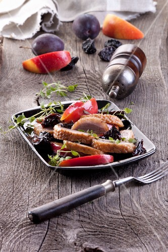 Baked goose breast with plums and apples