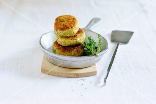 Meat patties with thyme