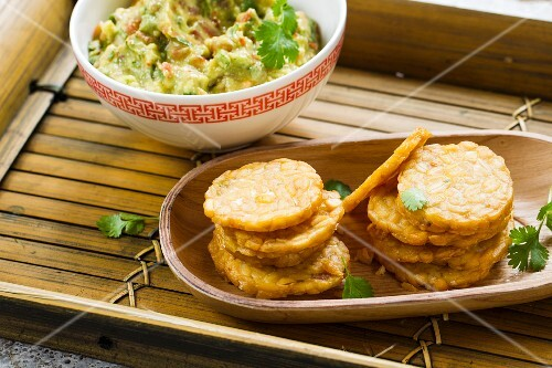Fried tempeh with vegan guacamole
