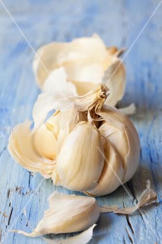 A bowl of garlic, broken open