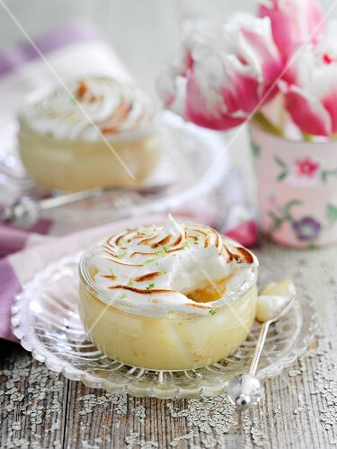 Lime meringue puddings