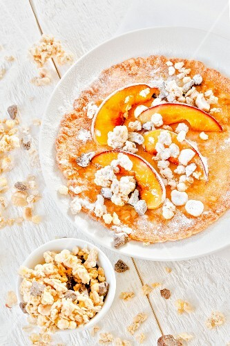 Pancakes with peaches and crunchy muesli