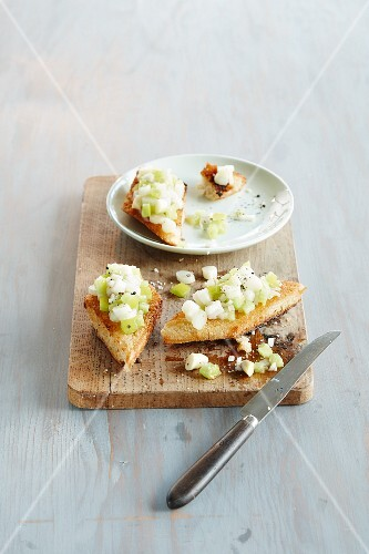 Bruschetta topped with asparagus
